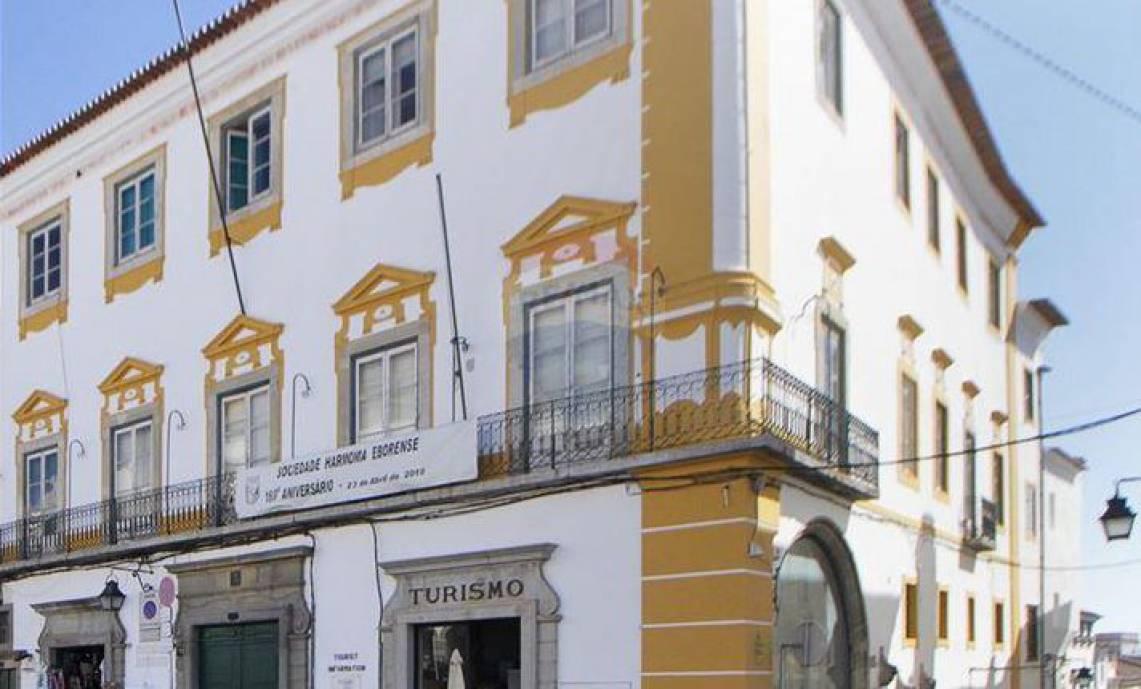 Centenária associação eborense corre risco de ser despejada de edifício que ocupa há mais de 100 anos