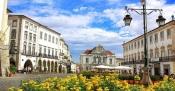 Câmara Municipal de Évora subsidia pintura de edifícios no Centro Histórico