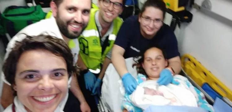 Alentejo Litoral: Bombeiros Voluntários fazem parto de uma menina em ambulância