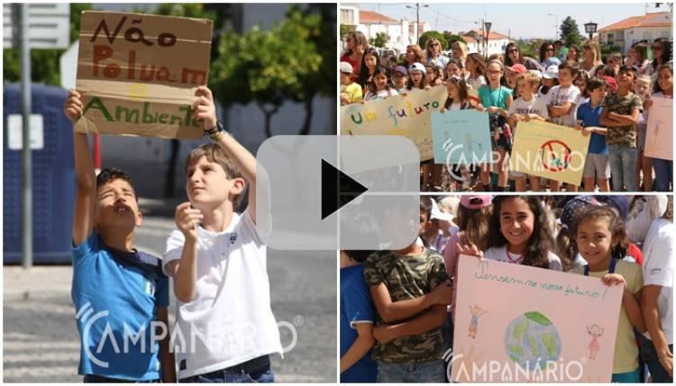 Crianças do 1º ciclo da Escola Básica/1 de Borba saem à rua em defesa do planeta. Veja o vídeo