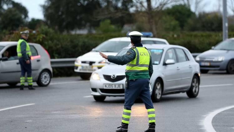Homem com mandato de detenção capturado pela GNR em ação de fiscalização rodoviária em Avis