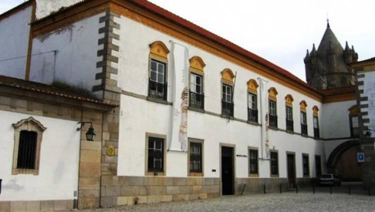 Remodelação da Biblioteca Pública de Évora custa mais de 400 mil euros