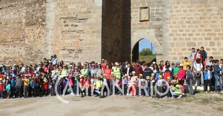 300 crianças de Mourão assinalaram Dia da Árvore com caminhada de sensibilização para as questões ambientais, diz vice-presidente (c/som e fotos)