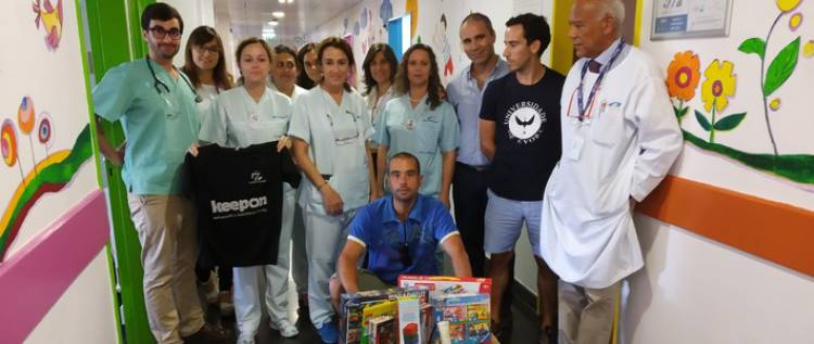 Jogadores de Padel doam brinquedos a crianças internadas no Hospital de Évora
