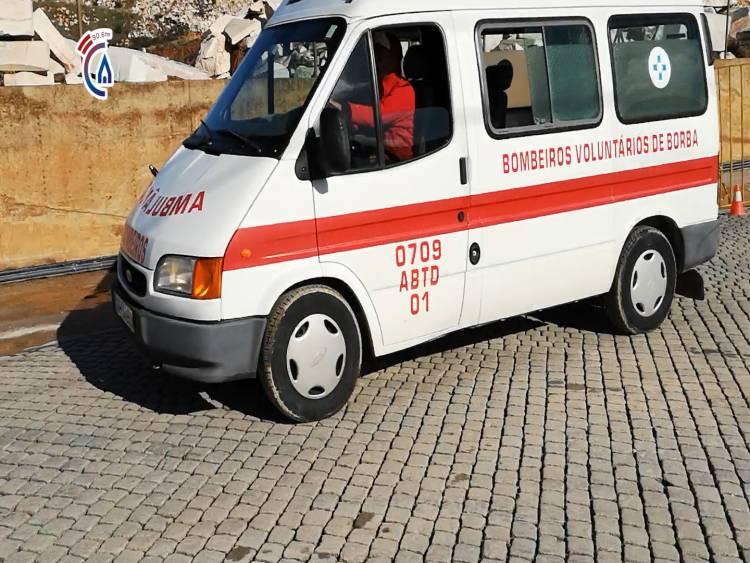 Campanário TV: Viaturas de Bombeiros de Borba e Vila Viçosa transportam corpos das duas vítimas desencarceradas