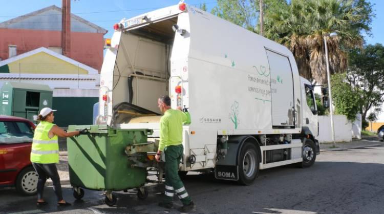 Município apela aos estremocenses que coloquem o lixo em sacos antes de o despejarem nos contentores