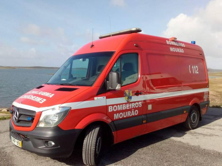 Bombeiros de Mourão salvam menina de 18 meses em paragem cardiorrespiratória
