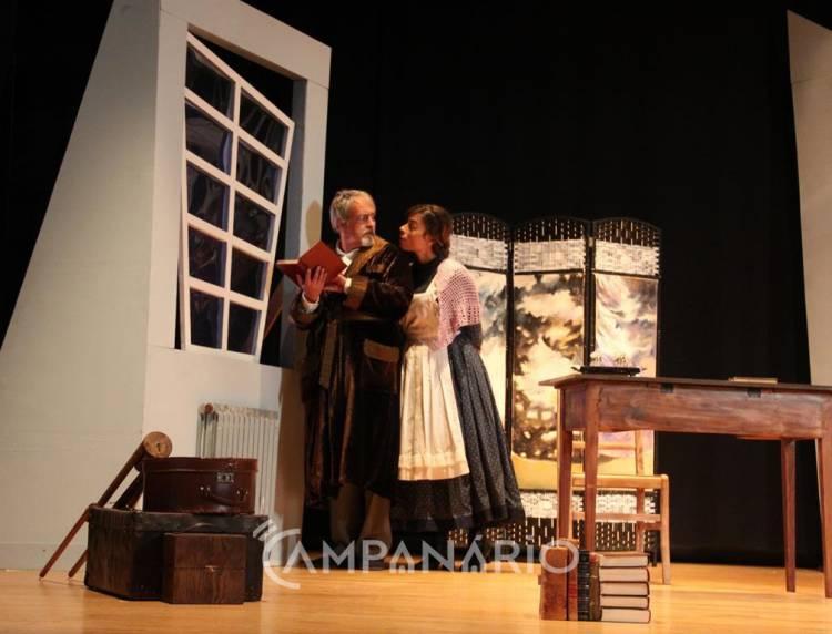 """Alandroal recebeu peça de teatro onde a solidão é tratada de forma """"despojada e simples"""", diz encenadora (c/som e fotos)"""