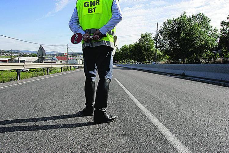 GNR registou 85 infrações rodoviárias esta terça-feira, no distrito de Évora (c/som)