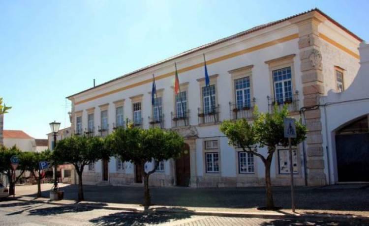 Rádio Campanário transmite em direto hoje, a partir das 21 horas, Assembleia Municipal de Vila Viçosa