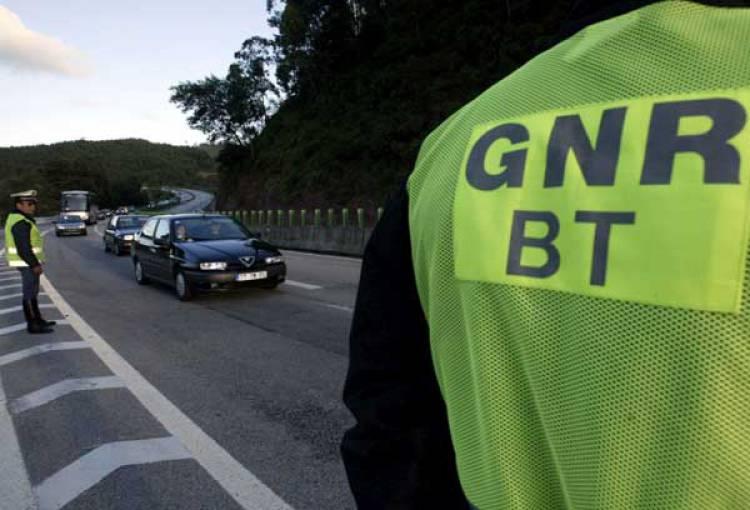 GNR deteve dois indivíduos no distrito de Évora por crimes cometidos em flagrante delito (c/som)