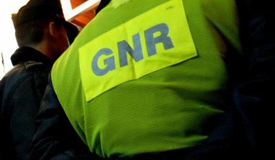 46 infrações rodoviárias, três detenções e um acidente de trabalho foram algumas das ocorrências registadas pelo Comando Territorial de Évora da GNR no dia 9 de julho (c/som)