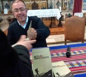 """A peregrinação ajuda-nos a perceber """"qual é o nosso papel neste mundo"""", diz Padre Luís Filipe sobre o livro """"Peregrinos de Santiago"""" (c/som)"""