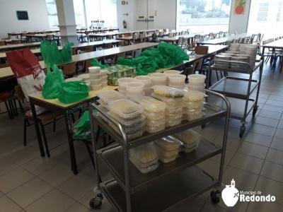 CM de Redondo leva refeições a crianças dos escalões A e B dos Centros Escolares de Redondo e Montoito