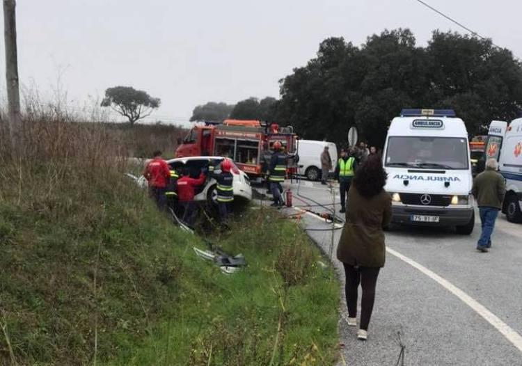 Atualização: 1 morto e 1 ferido grave em aparatoso despiste próximo de Montemor-o-Novo