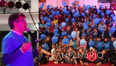Centenas de crianças de Borba assistem a espetáculo de Jorge Serafim, erguendo balões azuis pela luta contra o cancro (c/som e fotos)