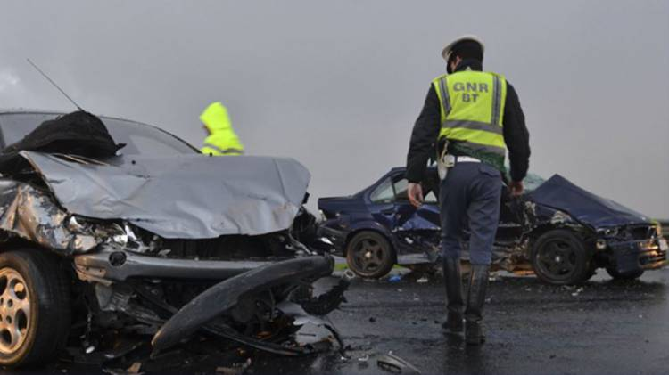 Aparatosa colisão causa um ferido no centro de Elvas