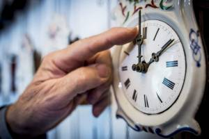 No próximo domingo não se esqueça de acertar o relógio