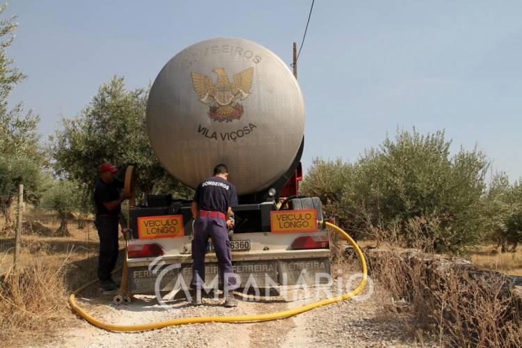Bombeiros Voluntários de Vila Viçosa abastecem depósito de água de Bencatel (c/fotos)