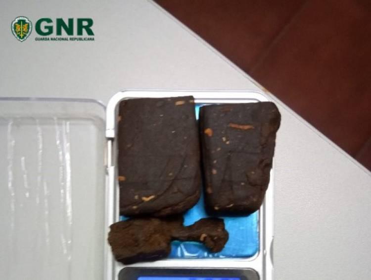 GNR detém homem na posse de 60 doses de haxixe em Fronteira