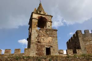 Castelo de Mourão em risco de derrocada depois de ter sido atingido por um raio (c/fotos)
