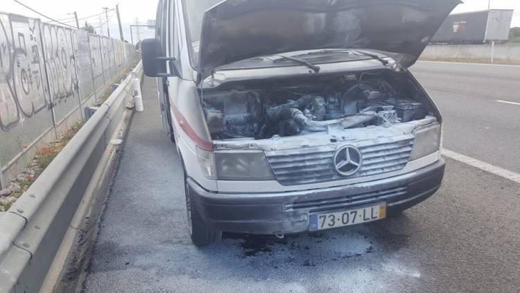 Bombeiros de Estremoz pedem apoio depois de incêndio ter destruído ambulância