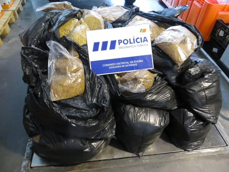 A PSP Estremoz, deteve homem de 36 anos de idade que transportava 271 kilos de tabaco avulso.