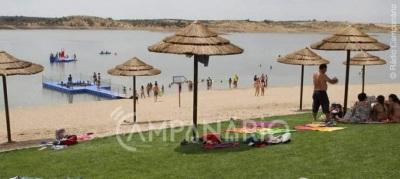 Onda de calor leva banhistas à Praia Fluvial de Mourão