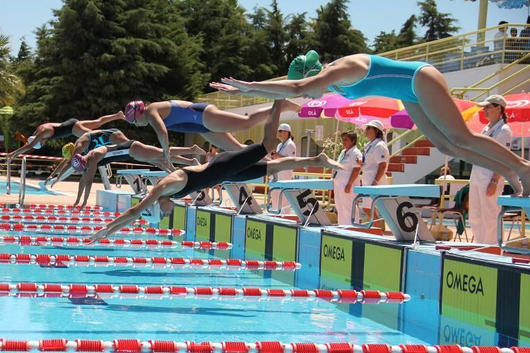 Mais de 700 atletas de 6 países disputam Campeonato Nacional de Masters de natação em Reguengos de Monsaraz
