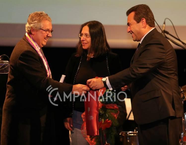 """Reguengos de Monsaraz celebra 13º aniversário da elevação a cidade e homenageia quem se distinguiu """"na vida coletiva"""" do concelho, diz o autarca (c/som e fotos)"""