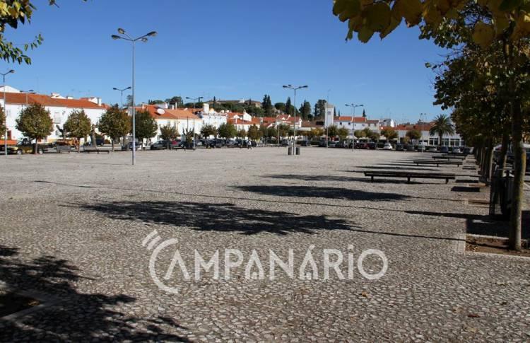 Vila Viçosa: Feiras e Mercados no Largo D. João IV marcados para dia 1, adiados para 2018 (c/som)
