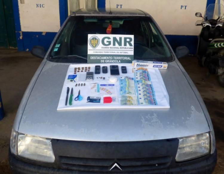 Dois homens detidos na posse mais de 300 doses de droga no Alentejo Litoral