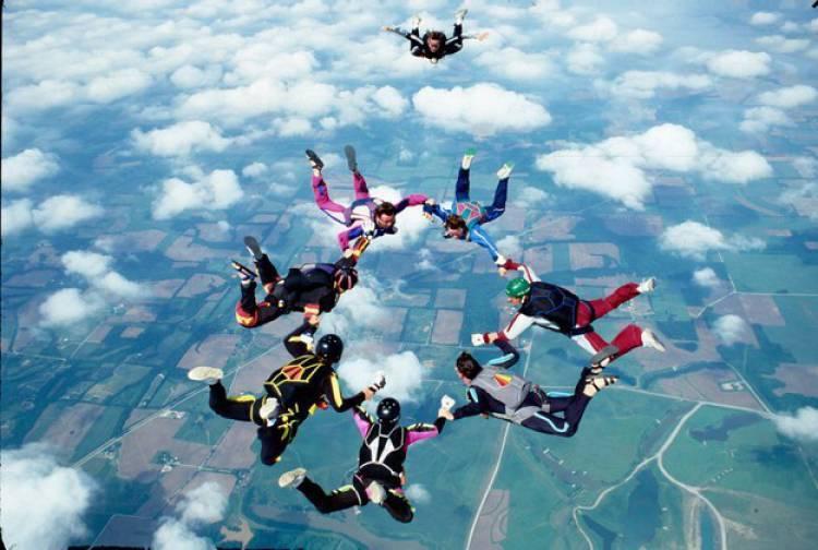 Paraquedistas invadem céus de Bencatel neste domingo de Páscoa
