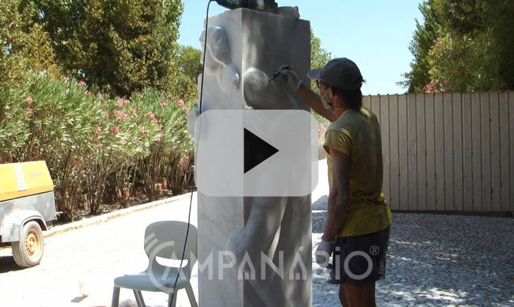Escultores nacionais e internacionais executam trabalhos ao vivo no IV Simpósio de Esculturas, no Alstones. Veja o vídeo