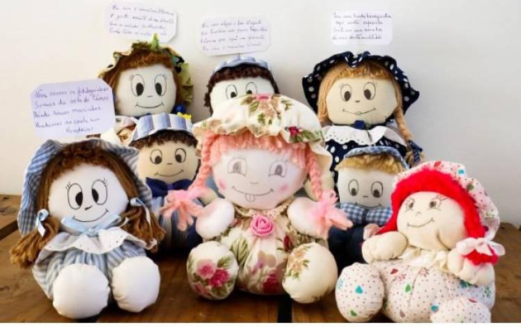 Bonequeiras poetisas expostas no Posto de Turismo de Estremoz