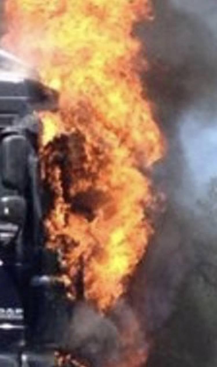 Camião arde no interior de oficina
