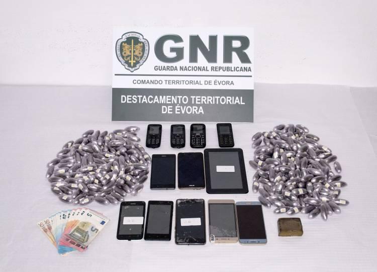 GNR detém 6 indivíduos por tráfico de estupefacientes em Évora