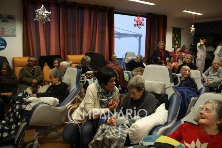 Unidade de Cuidados Continuados da SCM de Vila Viçosa assinalou o Natal com as famílias (c/fotos e som)