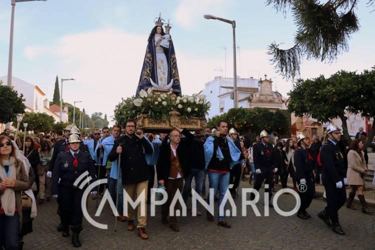 Num ato de fé e de amor, milhares de pessoas caminharam pelas ruas de Vila Viçosa ladeando Nossa Senhora da Conceição no Dia da Padroeira (c/fotos)