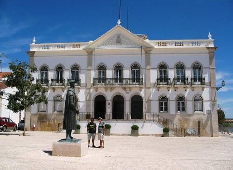 Câmara de Alcácer disponibiliza transporte de apoio aos munícipes para locais de votação