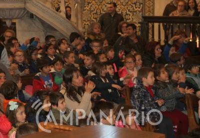 Centenas de crianças do Agrupamento de Escolas de Vila Viçosa cantaram e rezaram aos pés de Nossa Senhora da Conceição (c/som e fotos)