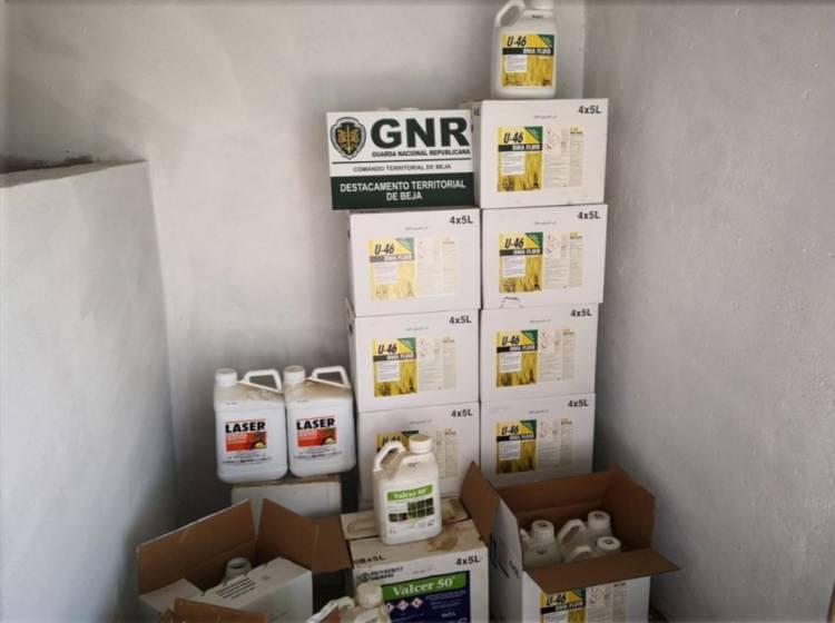 Núcleo de Proteção Ambiental da GNR de Beja apreende 2 centenas de litros de fitofarmacêuticos