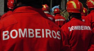 Zambujeira do Mar: incêndio de viatura em zona de Estacionamento obrigou ao corte da estrada