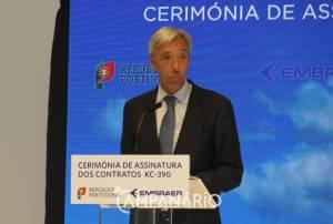 """Aviões KC390 da Embraer """"demonstram a competitividade do setor em Portugal"""", diz Ministro da Defesa"""