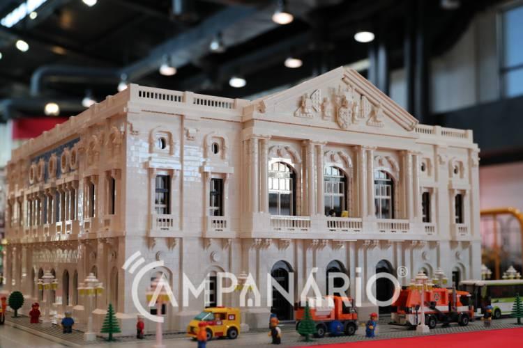 """O lego """"é um brinquedo do mundo"""" ao qual """"cada vez mais adultos aderem"""", diz construtor na Mega Exposição em Arraiolos (c/som e fotos)"""