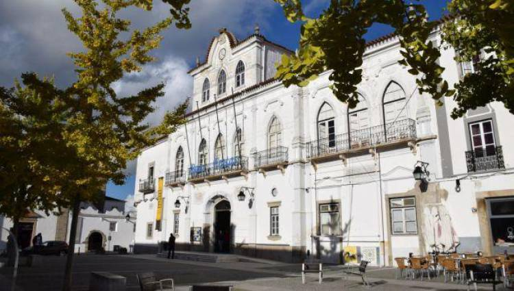 Câmara Municipal de Évora reúne com os quatro Agrupamentos de Escolas do Concelho sobre a reassunção de competências na área da educação.