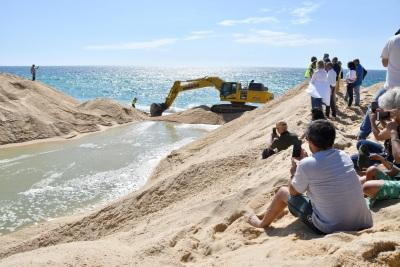 Lagoa de Santo André já abriu ao mar, sem a habitual multidão presente