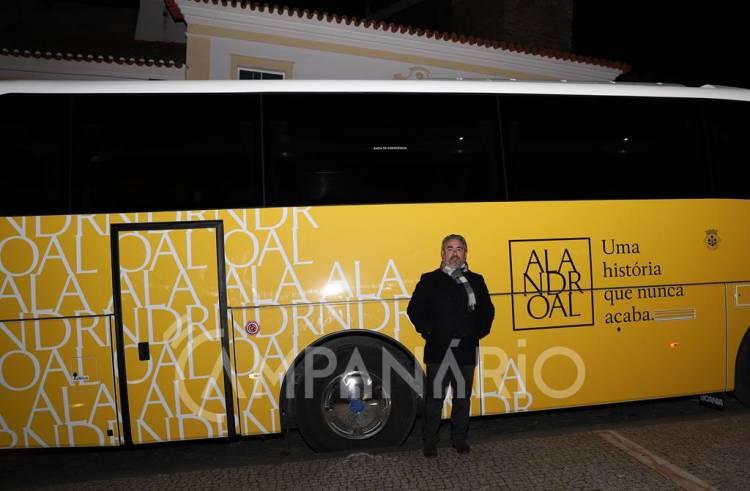 """Autocarro de 300 mil euros cabimentado pelo anterior executivo """"não era prioritário"""" para o município, aponta autarca de Alandroal (c/som e fotos)"""