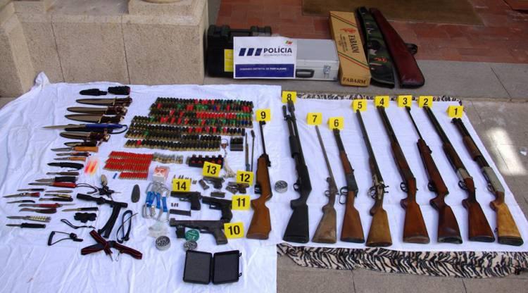 PSP detém homem que tinha na sua posse arsenal escondido com 37 armas