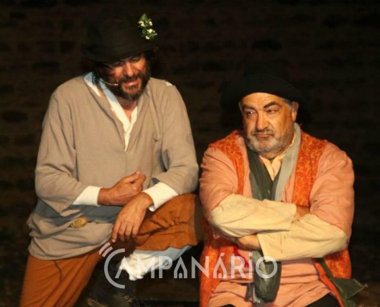"""Alandroal promoveu noite de teatro, com """"um pouco de filosofia e um pouco de palhaços"""", diz Jorge Baião (c/som e fotos)"""